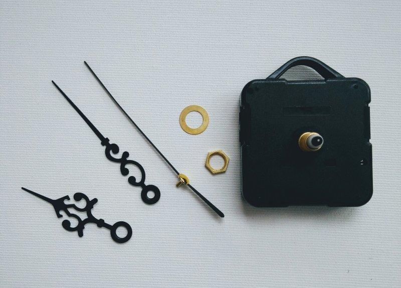5943 - mecanism ceas mers discontinuu - cu agatatoare - PENT