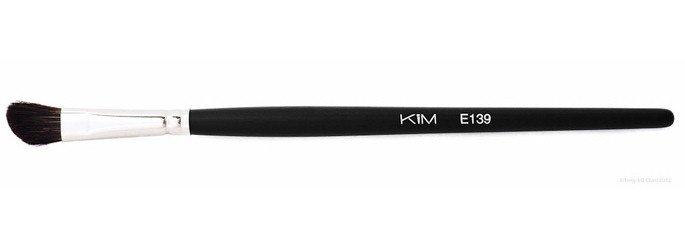 E139 - Pensula tesita pentru conturul ochilor - KIM