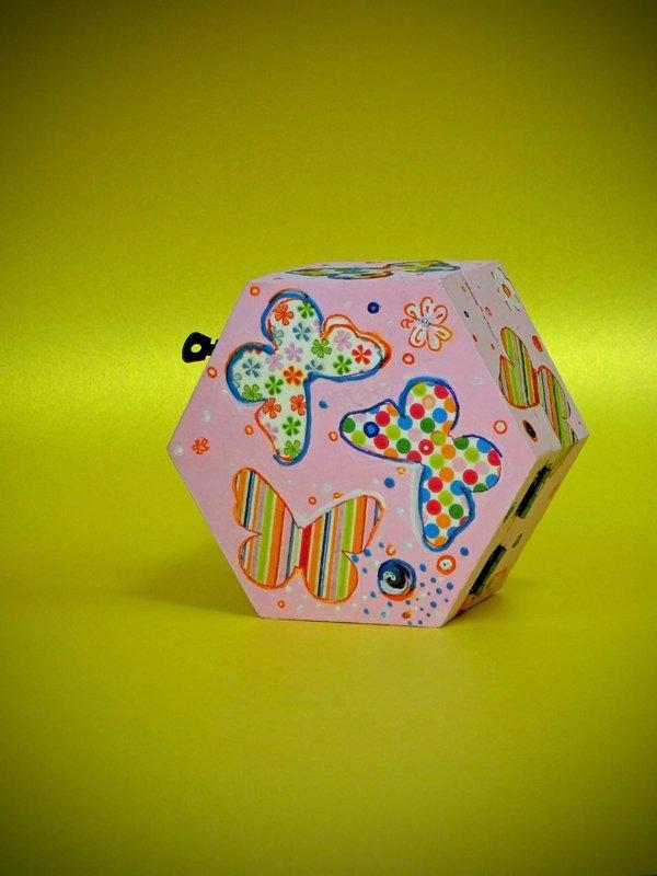 Cutie lemn hexagonala decorata - unicat - cod 54